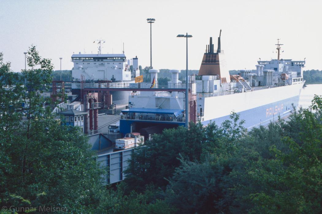 http://www.g-meisner.de/dso/hifo/1999-06-luebeck/19990602_ne14126.jpg